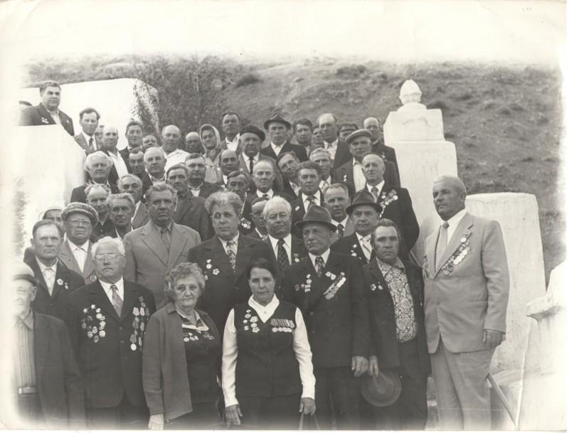 9 мая 1990г. 45 лет. В центре первая с права Загеева Анастасия Александровна